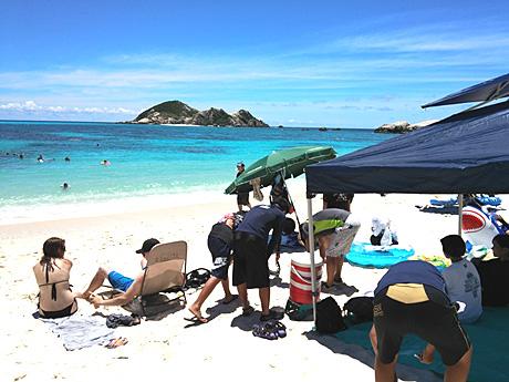 ビーチの日除けテントの準備もOK!